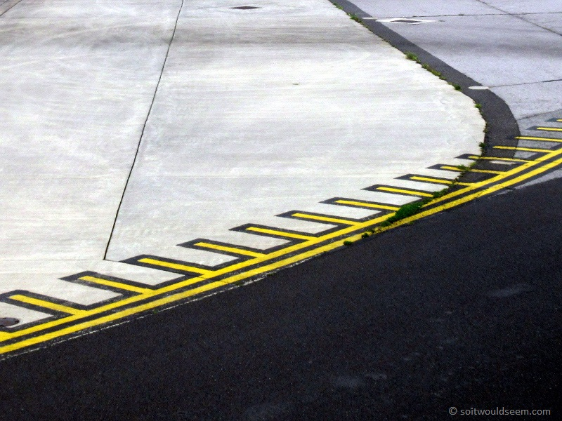 manchester airport taxiway markings