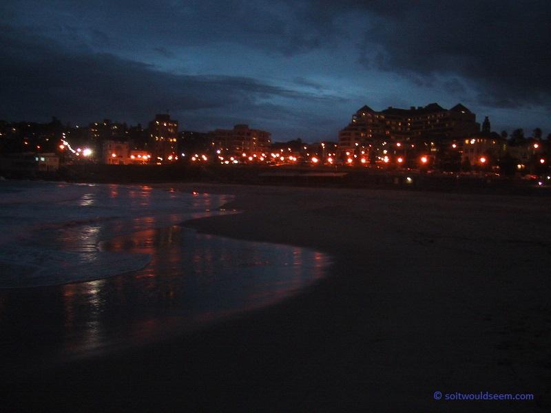 Coogee Beach (Sydney, Australia) by night